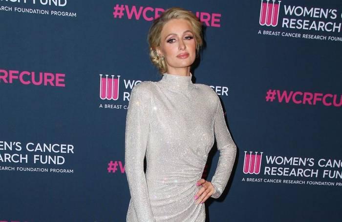 Video: Paris Hilton lanciert Ware für Hilfsorganisationen
