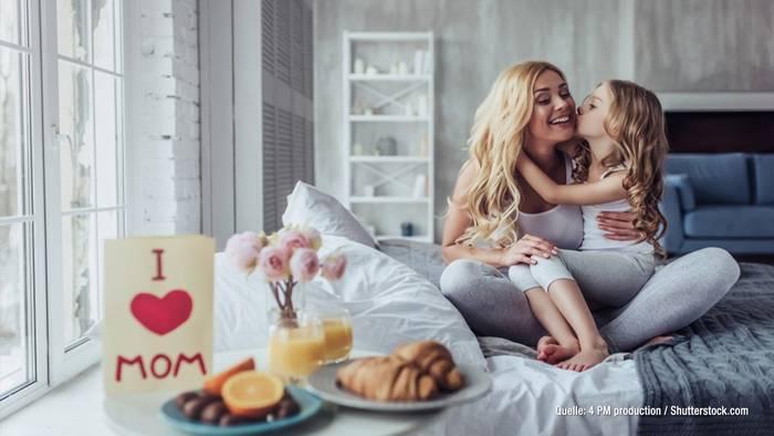 Video: Heute ist Muttertag! 5 echt coole Promi-Mütter