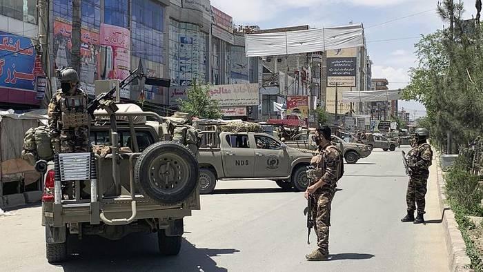 News video: Afghanistan: Zahlreiche Tote bei Anschlägen auf Krankenhaus und Trauerfeier