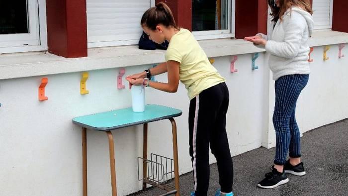 News video: Frankreich: Schulen können wieder öffnen - und Corona sitzt mit im Klassenzimmer