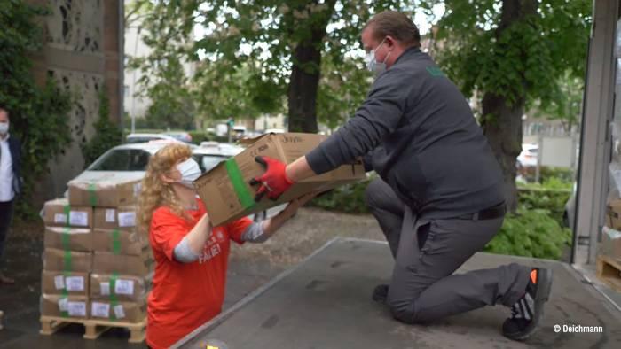 News video: Schuhhändler Deichmann spendet Masken an die Caritas