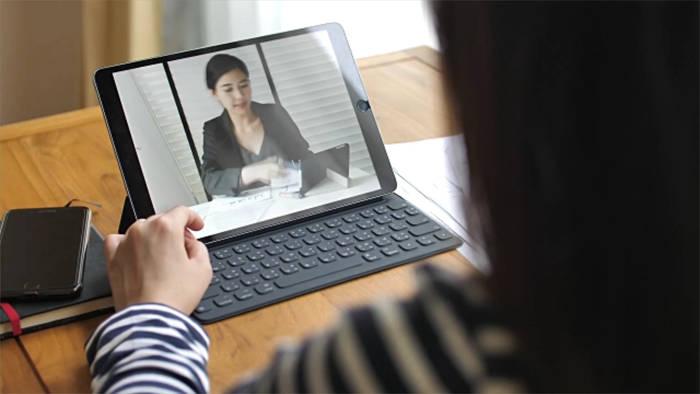 Video: Homeoffice: 3 Tipps für einen professionellen Webcam-Auftritt