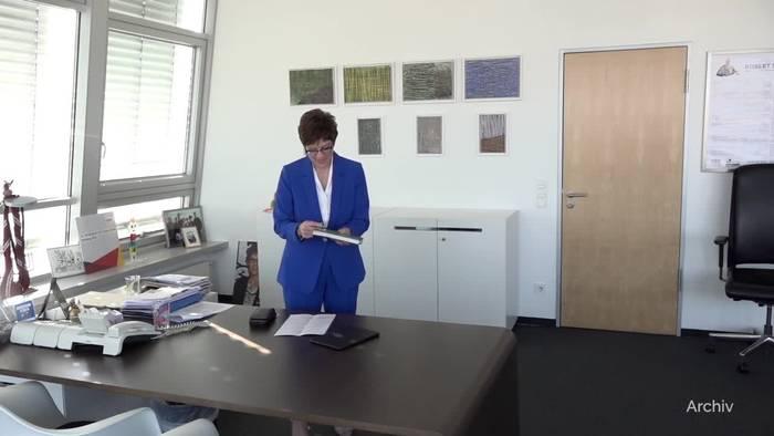 News video: CDU-Chefin will zehn Wochen Lohnfortzahlung für Eltern