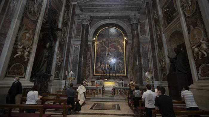 Video: Italien: Gottesdienste sind wieder erlaubt