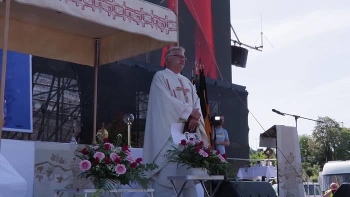 Video: Niedersachsen: Drive-In-Gottesdienst an Himmelfahrt