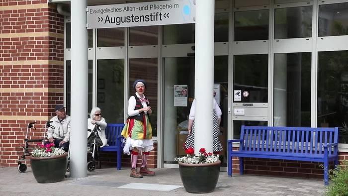 Video: Zum Lachen in den Garten - Klinikclowns in Zeiten von Corona