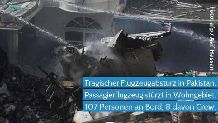 News video: Pakistan -Passagierflugzeug stürzt in Wohngebiet