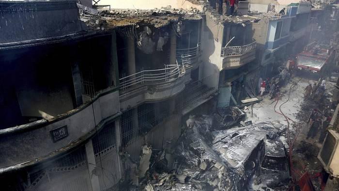 Video: Pakistan: 107 Tote bei Flugzeugabsturz in der Nähe von Karatschi