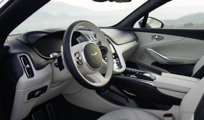 Aston Martin enthüllt die Details der Innenaustattung sowie die Preisgestaltung des DBX