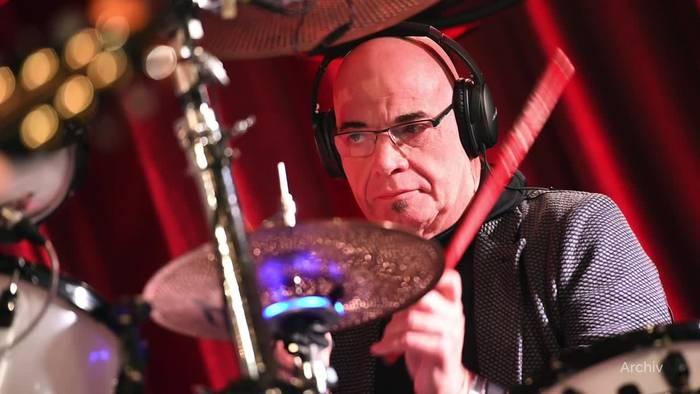News video: Der Barfuß-Drummer: City-Schlagzeuger Klaus Selmke gestorben