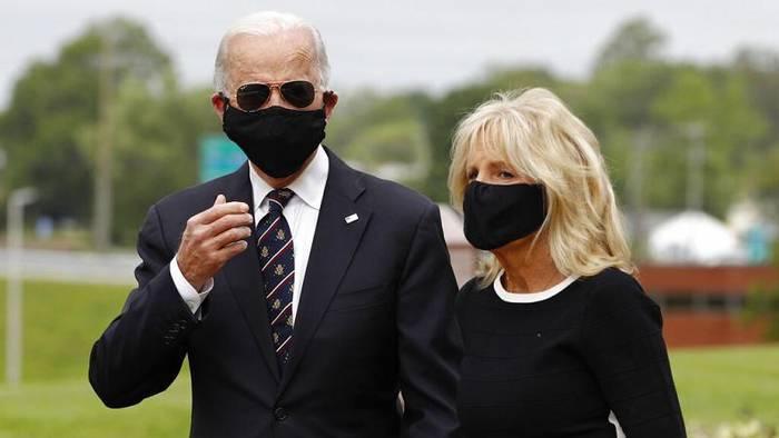 Video: Mit oder ohne Maske? Joe Biden (77) trägt sie, Donald Trump (73) nicht