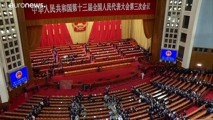 News video: Tumulte im Parlament in Hongkong: Protest mit fauligen Pflanzen