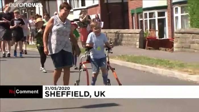 News video: Tobias (9) läuft Marathon mit Rollator - und wird zum Star