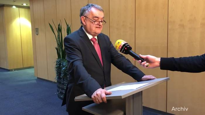 News video: NRW-Innenminister Reul äußert sich zu Pädophilen-Netz