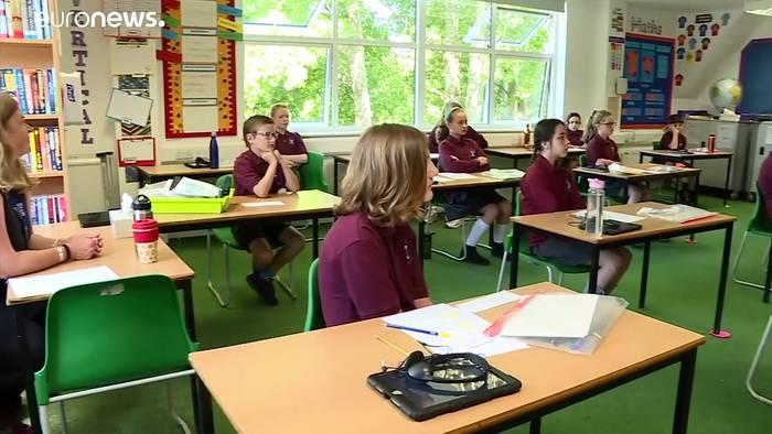 Video: Schule in England und Italien: Der schwierige Weg zurück