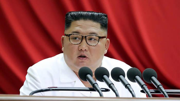Video: Kim Jong Un wütend: Kappt Nordkorea Kontakt zu Südkorea?
