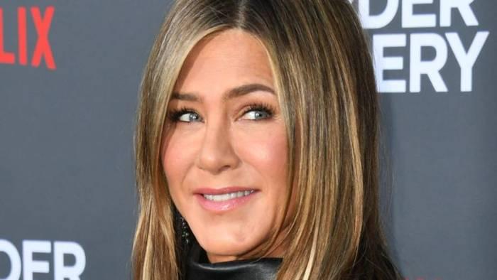 News video: Kampf gegen Corona: Jennifer Aniston lässt berüchtigtes Hüllenlos-Foto versteigern