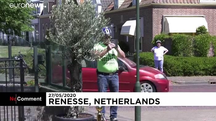 Video: Praktisch in Coronazeiten: Roboter bedient im niederländischem Restaurant