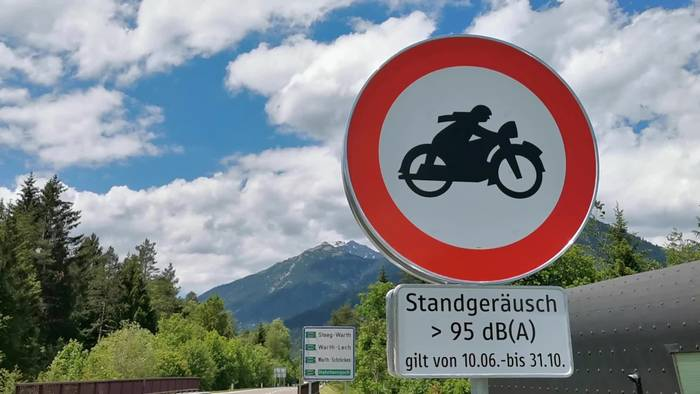 News video: Fahrverbot für Motorradfahrer
