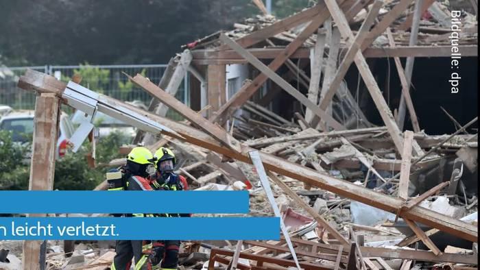 News video: Halle explodiert - Druckwelle verursacht Trümmerfeld in Günzburg