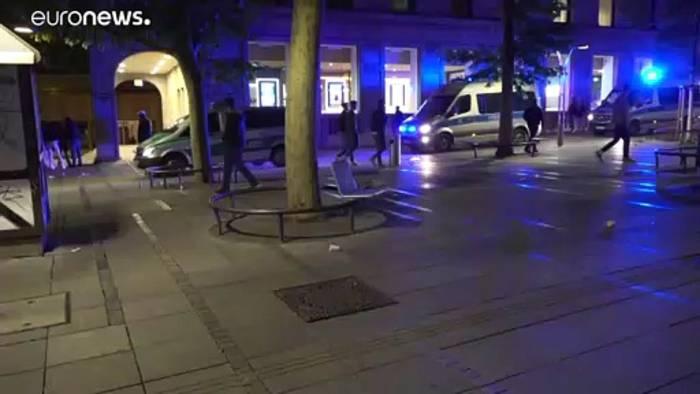 Video: Stuttgart: Angriffe auf Polizisten und Geschäfte