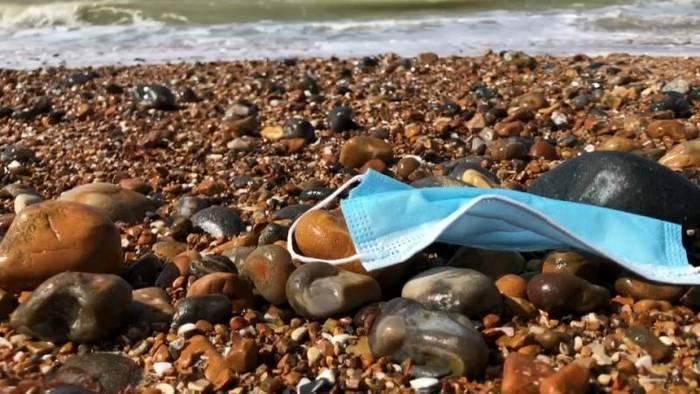 Video: Exotisches Strandgut: Schutzausrüstung verschärft das Plastikproblem