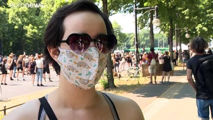 News video: Tausende Menschen bei