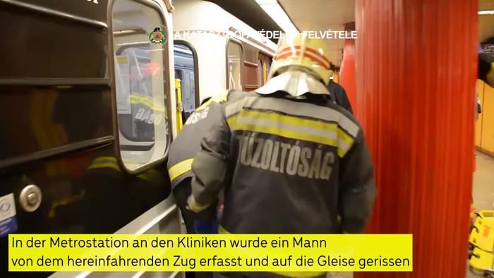 News video: Feuerwehrrettung: Mann gerät in Budapest unter Metrozug!