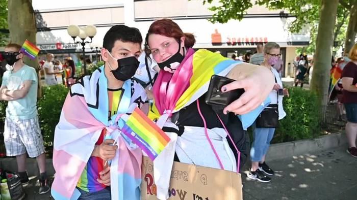Video: Ersatz-CSD: Pride-Demo in Berlin trotz Corona