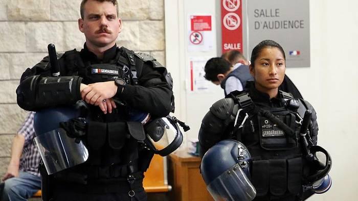 News video: Paris: Polizistinnen demonstrieren gegen Vorverurteilungen