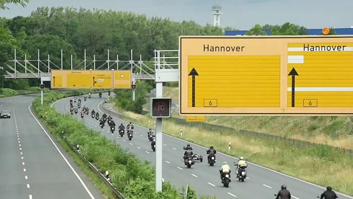 Video: Protest auf dem Motorrad gegen «pauschale Sippenhaft»