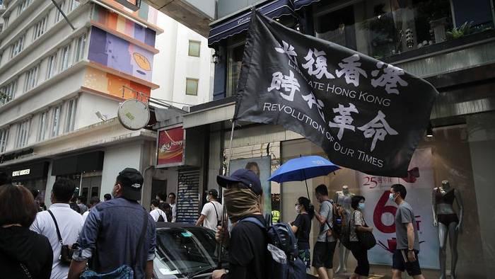 Video: Hongkong: Erste Festnahme unter neuem Sicherheitsgesetz
