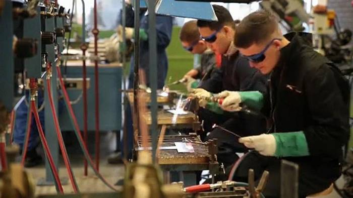 Video: EU-Kommission will Jugendarbeitslosigkeit stärker bekämpfen