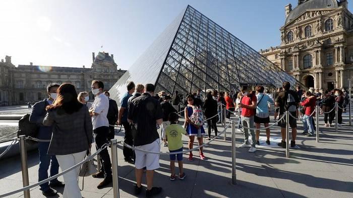 News video: Louvre: Mit Mundschutz wieder zu Mona Lisa