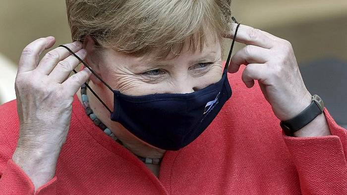 News video: Merkel wirbt im EU-Parlament für Wiederaufbaufonds