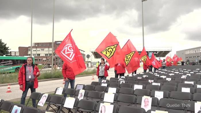 News video: IG Metall stellt Airbus in Hamburg 2000 Stühle vor die Tür