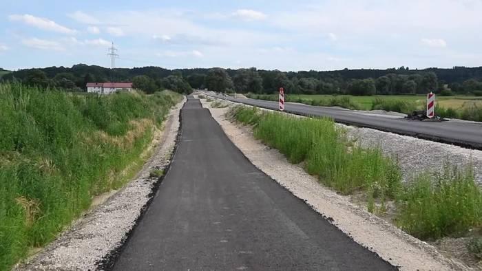 News video: Verwunderung über hügeligen «Erlebnis-Radweg» in Oberbayern