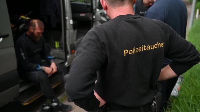 News video: Polizeitaucher im Einsatz - Gesetzeshüter unter Wasser