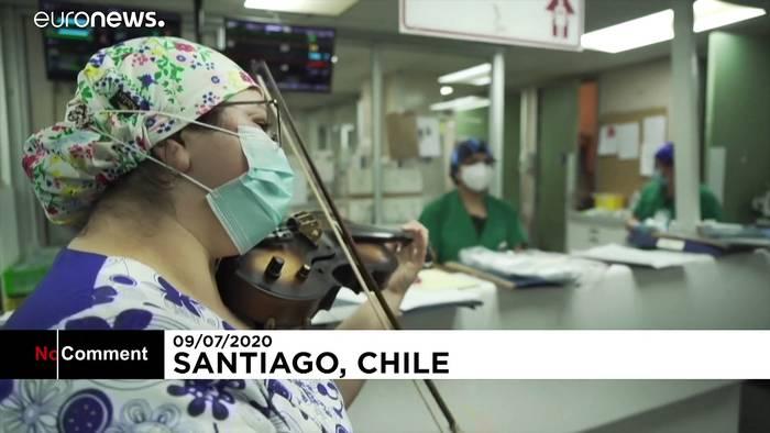 Video: Chile: Schwester lindert mit Geigenspiel Leid von Covid-19-Patienten