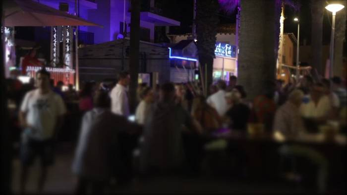 News video: Mallorca-Urlauber trotzen Corona-Vorsichtsmaßnahmen