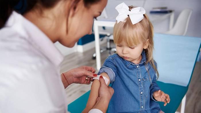News video: Mädchen soll Nussallergie haben: Dann sagen ihr die Ärzte, dass sie nie wieder Tampons benutzen darf