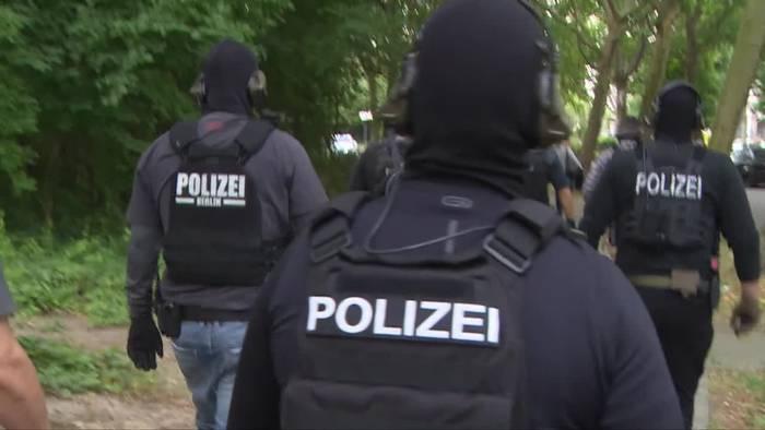 News video: Berlin: Razzia gegen Tatverdächtige aus der islamistischen
