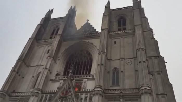 News video: Feuer in Kathedrale von Nantes - Ermittler untersuchen