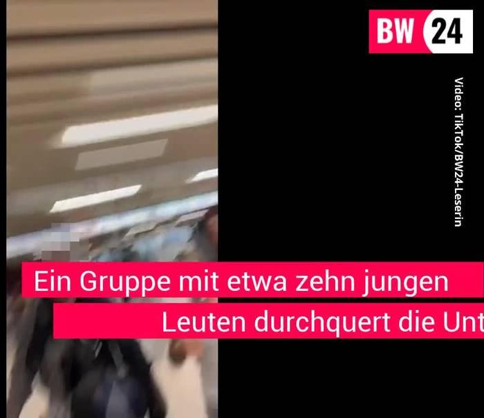 News video: Stuttgart: Polizist feiert mit Gruppe zu lauter Musik