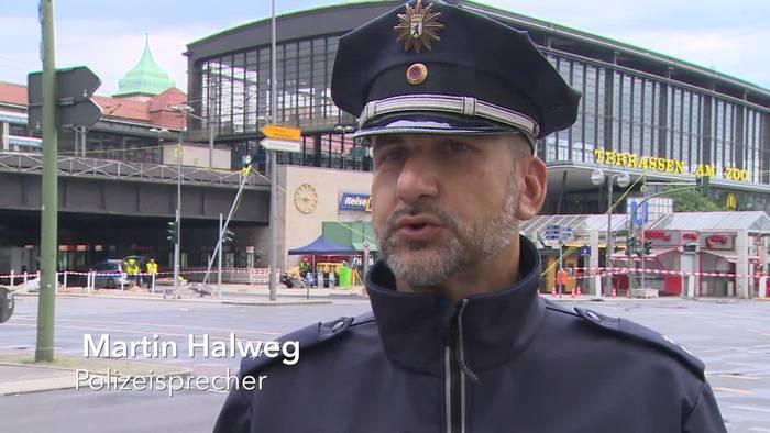 News video: Berlin: Auto fährt in Menschengruppe - Fahrer festgenommen