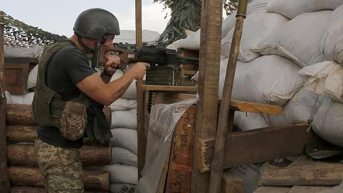 News video: Ostukraine: Waffenruhe mit Maschinengewehrfeuer