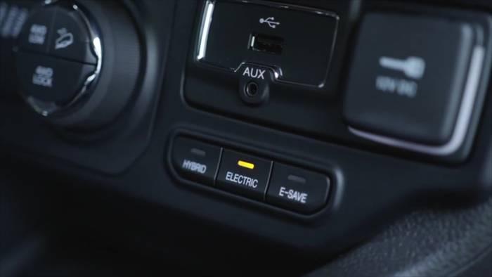 News video: Jeep® Renegade 4xe und Compass 4xe - Komplettes Modellprogramm mit Sicherheit und moderner Konnektivität
