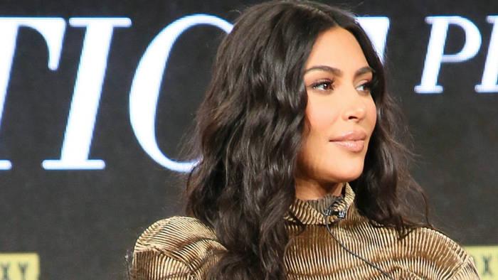 News video: Ohne ihren Mann: Kim Kardashian reist allein nach Hause
