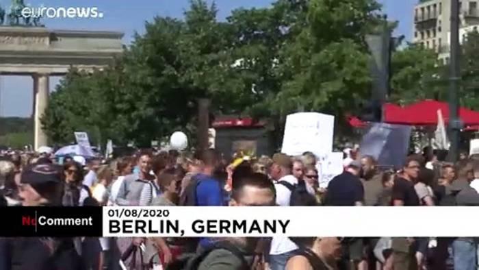 News video: Berlin: 17 000 Menschen demonstrieren gegen Pandemiemaßnahmen