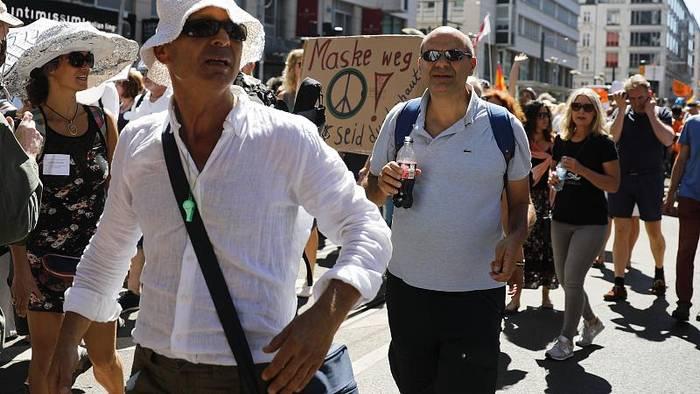 News video: [CDATA[Nach Strafanzeige: Veranstalter beenden Demo gegen Corona-Auflagen]]